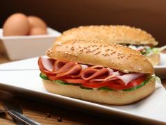 Noticia: Comer fuera de casa cómo yo elijo: las ventajas de poder escoger los ingredientes que ponemos en nuestros sándwiches.